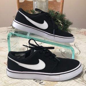EXC! Nike SB Portmore Skateboard Shoes Sneakers 4Y